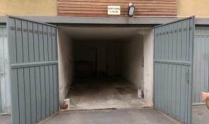 (Italiano) Barilla Center Parma affittasi garage