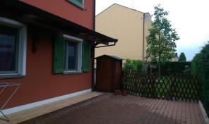 (Italiano) Mamiano (PR) appartamento con giardino e taverna