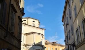 (Italiano) Ultimo piano Bilocale in palazzo storico nel centro di Parma