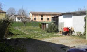 (Italiano) Torrile (PR) appartamento con giardino, ingresso indip.
